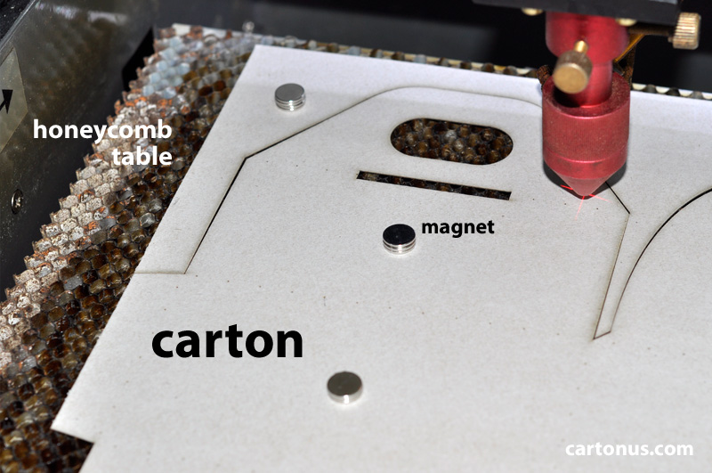 [Image: cartonus-howto-fix-carton-magnet-on-hone...graver.jpg]